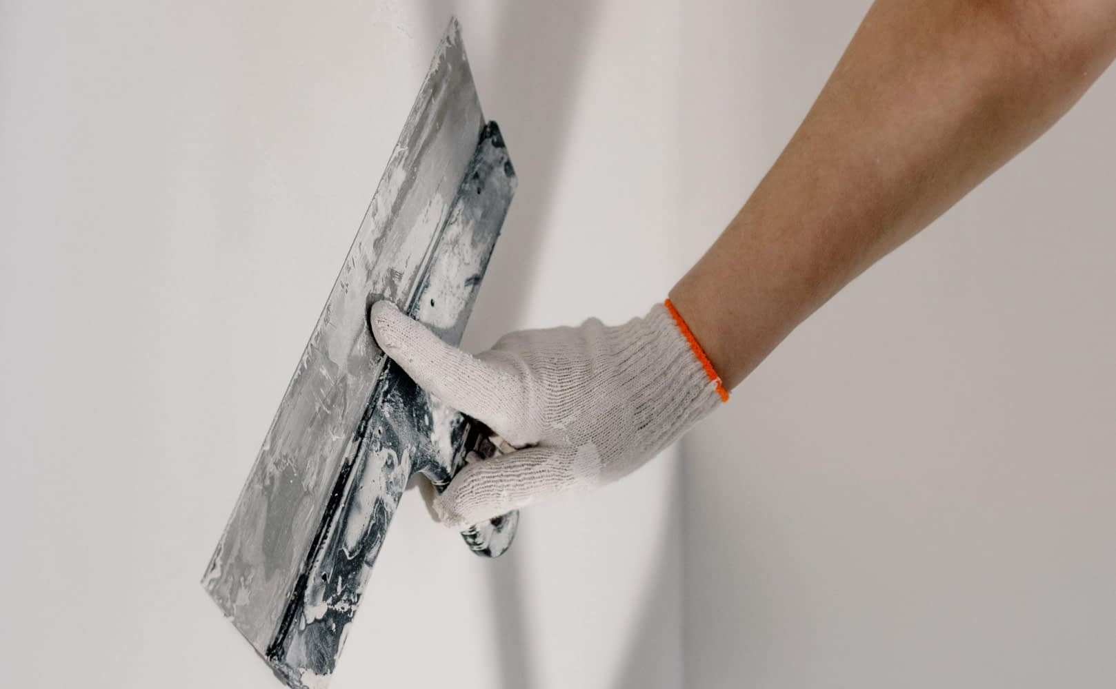 How to Plaster A Wall on Your Own